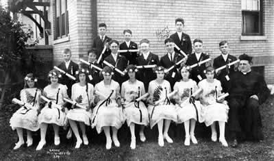 Graduates from 1923.