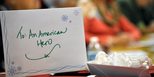 the red cross is once again sponsoring the holiday mail for heroes program where you can send a holiday card to military personnel and veterans - Christmas Cards For Veterans